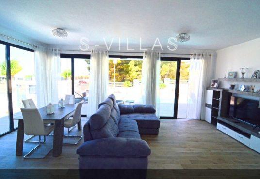 Villa Arena living dining room b