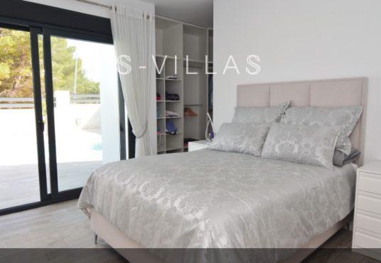Villa Arena master bedroom b