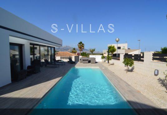 Villa Arena swimming pool b
