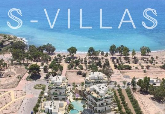 Allonbay Village luchtfoto met de zee