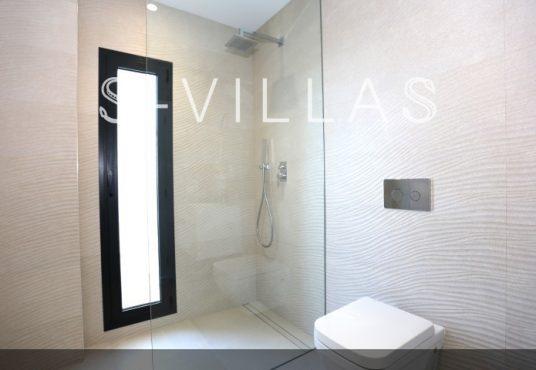 Villa in Ibiza stijl in Denia badkamer