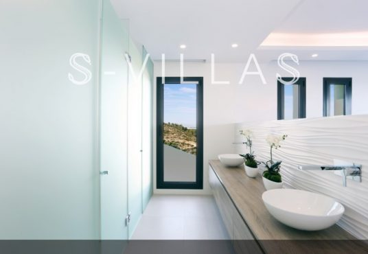 Villa in Ibiza stijl in Denia badkamer d