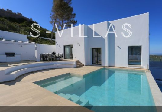 Villa in Ibiza stijl in Denia gevel en zwembad